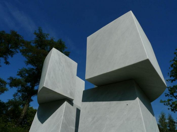 Gate of Silence, Marble 2009, H 3,6 m, Nordart Germany