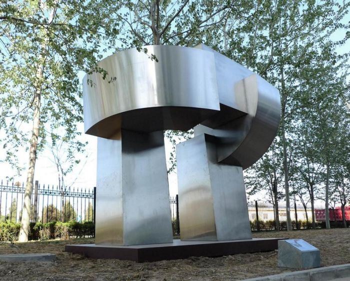 Gate of the Winds, brushed Stainless steel 2011, H 4,8 m, Tsinghua University, Campus Beijing 2011