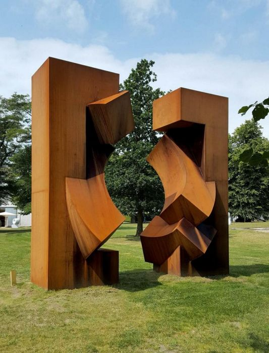 Fragmented Future, Corten steel 2015, H  5 m, now Private Collection Western Australia