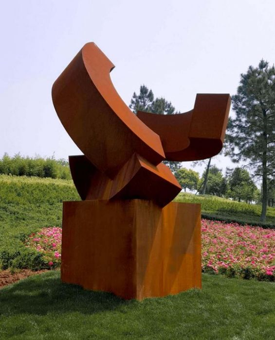 Connecting Continents, Corten steel 2016, H 4,5 m, Yiwu Sculpture Park, Zhejiang China